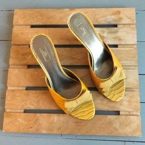 Anne Klein mustard yellow heels sandals size 8.5